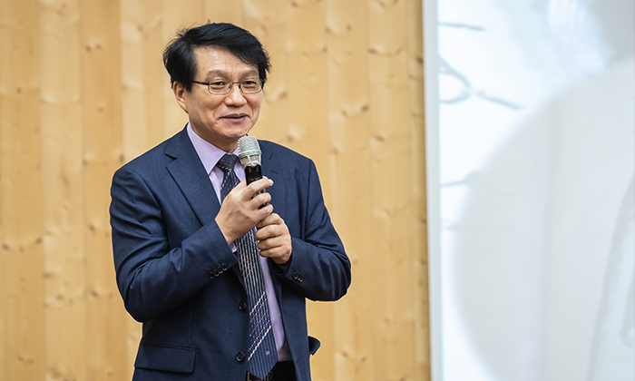 의 저자 김원중 교수. 김 교수는 사마천의 를 인간의 본질을 탐구한 대작이라고 말한다. 그는 올해 말까지 완역을 목표로 하고 있다.   김원중 교수 제공
