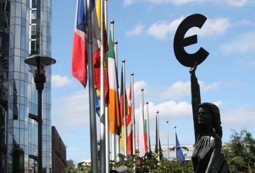 후진타오 중국 국가주석의 유럽방문은 금융위기에 빠진 국제사회에 중공이 미끼를 던지는 것으로 풀이된다. | Getty Images