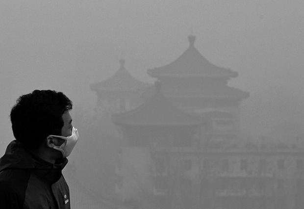 전 중국 중앙텔레비전(CCTV) 기자인 차이징(柴靜)은 자비를 들여 제작한 다큐멘터리에서중국의 관영 석유 기업들이 중국의 공기 오염의 주범이라고 지목했다. | MARK RALSTON/AFP/GETTY IMAGES