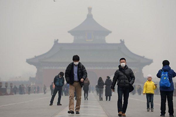 다큐멘터리 '돔 지붕 아래서'는 중국 전역에 미세먼지 오염이 얼마나 심각한지를 보여준다. | AFP