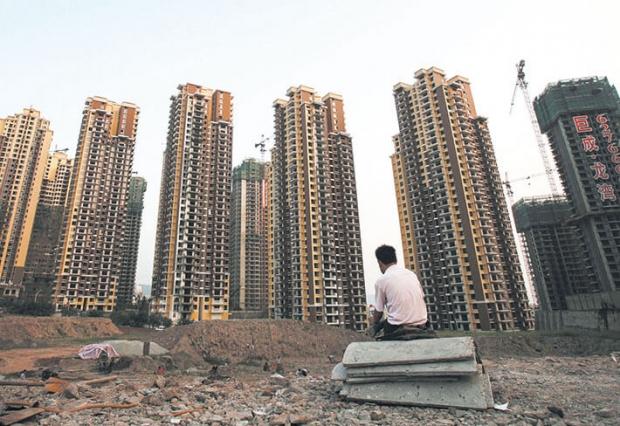 시중국인민은행인근.중국내부동산투자신탁의도입은개발자들이시장조정을미루기위한노력일수있다. | ChinaPhotos/GettyImages