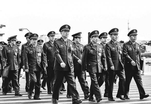 2015년 3월 8일 중국 베이징에서 열린 전국 인민대표대회에 중국 정권 군사력의 대표들이 참석했다. 중국 당국은 '적극적 방어'라는 이름의 새 군사 전략을 발표했다.   Lintao Zhang/Getty Images