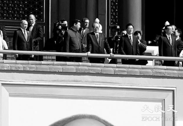 3일 중국이 베이징에서 '항일전쟁 및 세계 반(反)파시스트 전쟁 승리 70주년' 기념식과 사상 최대 규모의 군사퍼레이드(열병식)를 개최했다. 톈안먼(天安門) 광장에서 열린 열병식 기념사에서 시진핑(習近平) 주석은 중국 인민해방군 병력 30만 명을 감축하겠다고 전격적으로 선언했다.   Kevin Frayer/Getty Images