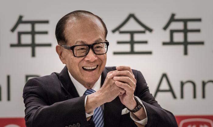홍콩재벌리카싱이2015년2월26일홍콩에서기자회견을하고있다.   PhilippeLopez/AFP/GettyImages