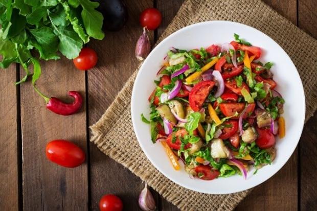 먹고 싶어 하는 매우 특별한 욕망인 욕구. 욕구가 일어나는 것은 사실 영양부족 때문이다. 모든 영양소를 고루 먹기 위해 식탁에 여러 가지 색깔을 올릴 필요가 있다. | Shutterstock