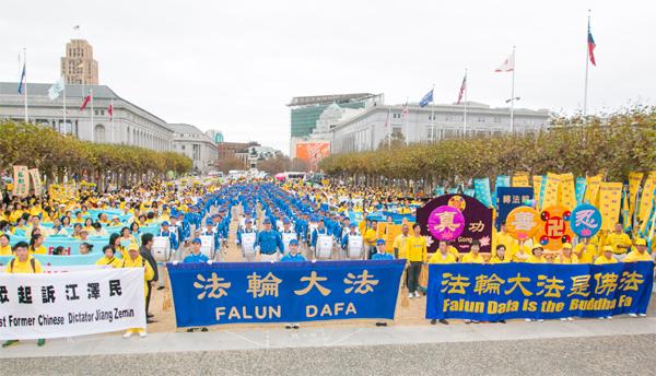 10월 25일, 세계 각국에서 샌프란시스코에 모인 파룬궁 수련자 2천 여 명은 시청광장에서 집회를 열고 중국공산당의 탄압을 중지시키는데 동참할 것을 국제사회에 촉구했다. | 에포크타임스