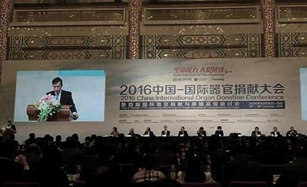 10월 17일 베이징에서 열린 '2016 중국 국제장기기증대회'에서 황제푸(黃潔夫) 중국장기기증·이식위원회 주석은 2015년부터 중국은 사형수 장기를 사용하지 않았고 기증된 장기만을 사용해왔다고 주장했다. | 인터넷 이미지