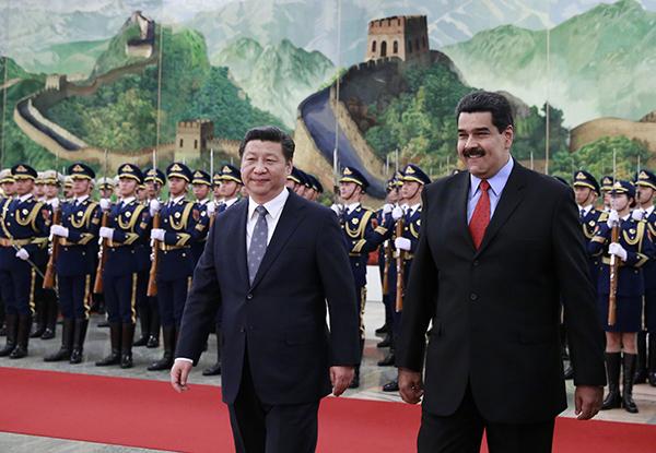 과거10년간베네수엘라에수십억달러를투자해온베이징당국이돌연베네수엘라에대한대출을중단했다.이는양국간관계에있어중대한전환점이라할수있다.   GettyImgaes
