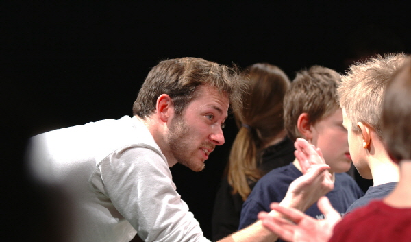 런던 로열 셰익스피어극단의 배우 켈리 헌터는 셰익스피어의 연극을 이용해 자폐증으로 고생하는 아이들을 돕는다. | 제공=BIG TEN NETWORK
