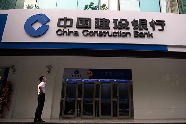 중국의 부채출자전환 프로그램이 연금생활자나 투자자들에게 국영기업의 부채를 떠넘기는 방법이 아니냐는 지적이 잇따르고 있다. | AFP/GETTY IMAGES