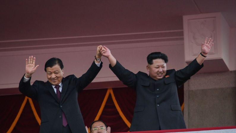 북한이 여전히 중국 기업들을 통해 미사일 부품을 수입하고 있다는 사실이 재확인되고 있다고 워싱턴포스트(WP)가 보도했다. 사진은 북한 열병식에 참석한 류윈산 상무위원. | ED JONES/Getty ImagesGetty Images