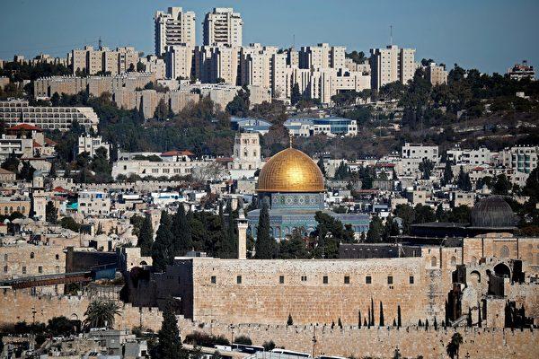12월6일도널드트럼프미국대통령이예루살렘을이스라엘의수도로인정한다고공식선언했다.이와동시에이스라엘주재미국대사관을예루살렘으로이전하라는명령을내렸다.예루살렘시내전경. | THOMASCOEX/AFP/GettyImages