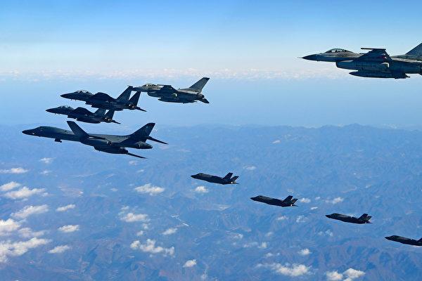 12월 6일 한미 공군사상 최대 규모 연합 군사훈련인 '에이스(VigilantAce)'에서 미 공군 전투기 B-1B가 한반도 상공에 전개됐다.   Getty Images