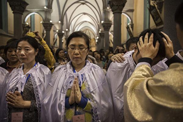 2017년 4월 15일, 서(西) 베이징 천주교 교회에서 부활절 특별 예배가 개최됐다. | Kevin Frayer/Getty Images