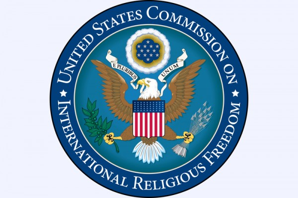 미국 국제종교자유위원회(USCIRF)는 2016년 5월 2일 연례 보고서를 발표하고, 중국 공산당이 종교의 자유를 심각하게 침해해왔다고 적시했다. 특히 파룬궁 수련자, 인권 변호사, 위구르족, 무슬림, 티베트 불교도 등에 대한 탄압이 지속적으로 진행됐다고 밝혔다. | USCIRF 사진