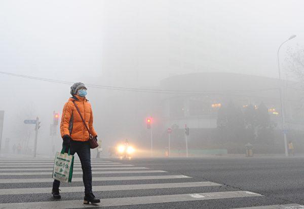 2016년 12월 19일 스모그로 뒤덮인 중국 다롄 | VCG/VCG via Getty Images