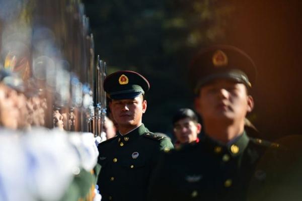 중국 인민해방군 병사들 2018 년 1월 1일 훈련을 하고 있다. | AFP/Getty Images