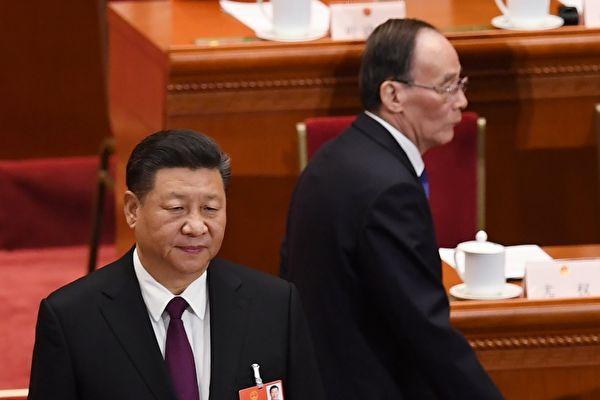 시진핑(習近平)과 왕치산의 새로운 '시진핑-왕치산 체제'는 참으로 '초창과 맹랑의 각별한 관계'를 보여준다. | GREG BAKER/AFP/Getty Images