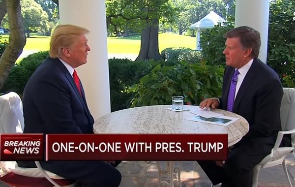 2017년 7월 20일, 트럼프가 백악관에서 외신 인터뷰에 응하고 있을 때 파룬궁 음악이 백악관으로 흘러 들어왔다. | 영상 캡쳐, Credit:CNBC