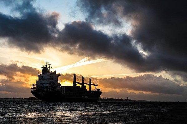 새로운 관세 정책이 발효되기 전, 미국산 대두를 가득 실은 화물선이 최대 속도를 내면서 황해를 달리고 있다. 중국 네티즌들에게 이 화물선을 '가장 고무적인 화물선'으로 뽑았다. 그림 | Pixabay