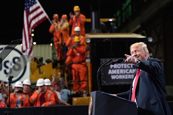 대량 일자리 창출은 트럼프가 경제를 진흥시키는 일거다득의 치국 양책이다. | SAUL LOEB/AFP/Getty Images