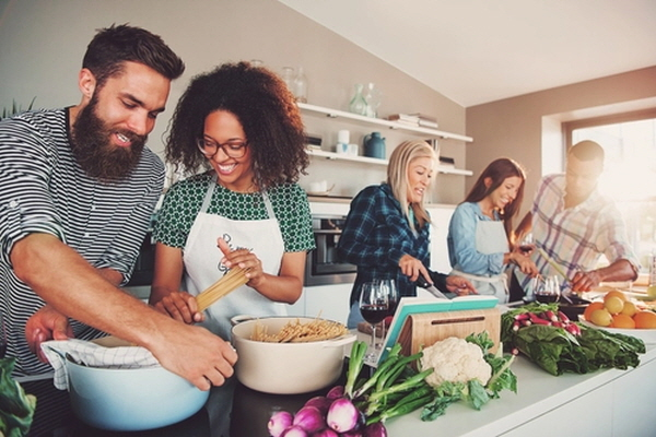 균형 잡힌 식단과 생활 방식은 자연적인 도파민 생산을 증가시켜 신체기능을 돕는 데 큰 역할을 한다.| 셔터스톡
