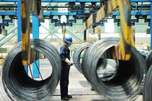 2018년6월8일중국산둥성청도의철강공장에서철강케이블을다루는노동자.   AFP/게티이미지