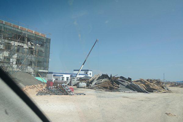 사진은 신장 보르타라 지역에 건설 중인 한 재교육 수용소 | 네티즌 제공