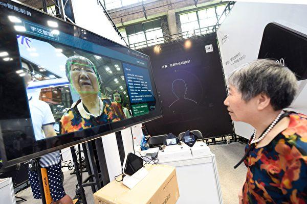 중국의 안면인식 기술이 압도적인 기술력을 바탕으로 세계 알고리즘 테스트에서 상위권을 싹쓸이 했다. | STR/AFP/Getty Images