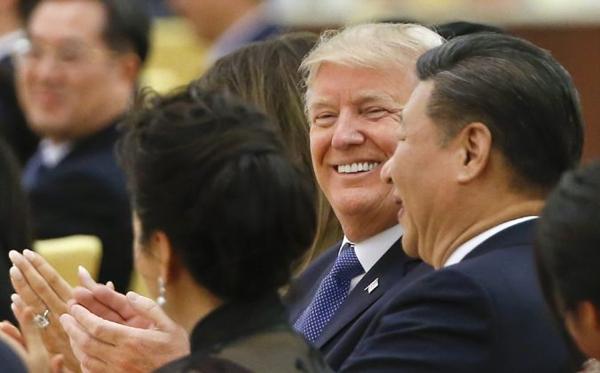 2017년 11월 9일, 베이징 인민대회당에서 열린 국빈 만찬에 참석한 도널드 트럼프 미국 대통령과 시진핑 중국 국가주석의 모습 | THOMAS PETER/AFP/Getty Images