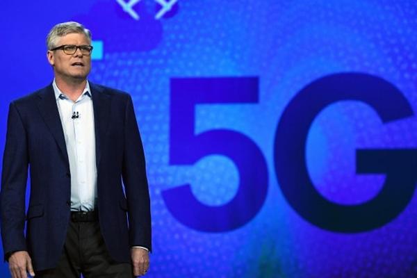 미국 퀄컴의 CEO 스티브 몰렌코프가 2017년 라스베가스에서 개최된 소비자가전전시회(CES에서 기조연설을 하고 있다. | Ethan Miller/Getty Images