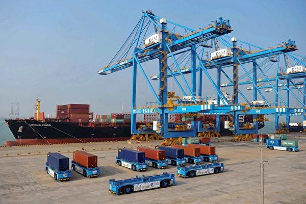 경제학자들은미국과중국이무역분쟁해결에대한공감대를이룬다해도,중국은자국경제에미치는손실을보완하기어려울것으로전망했다.  STR/AFP/GettyImages