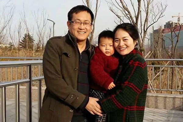 왕취안장(王全璋) 변호사, 아내 리원주(李文足) 및 아들의 사진. 인권변호사 왕취안장은 2015년 8월부터 지금까지 재판도 받지 못한 상태로 중국에 구금되어 있다. | 리원주 제공