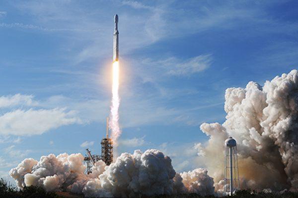 미국 싱크탱크 허드슨연구소의 전문가인 숀 켈리(Sean Kelly) 교수는 중국공산당이 투자를 빌미로 미국 우주산업에 침투하려 한다고 경고했다.   JIM WATSON/AFP/Getty Images