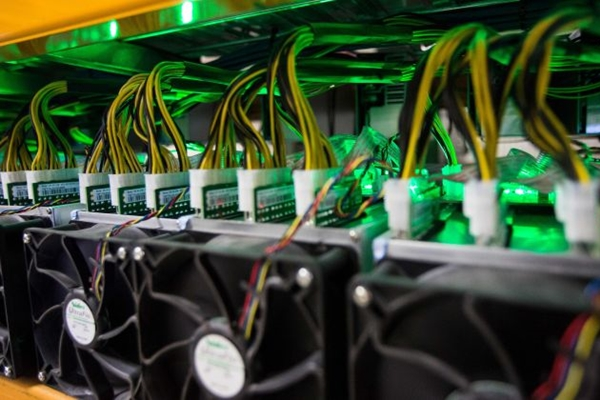 중국 사이버 관리국이 실명 및 신원 등록을 필수적으로 요구하는 블록체인 기술 관리에 관한 규제안을 발표했다. | LARS HAGBERG/AFP/Getty Images