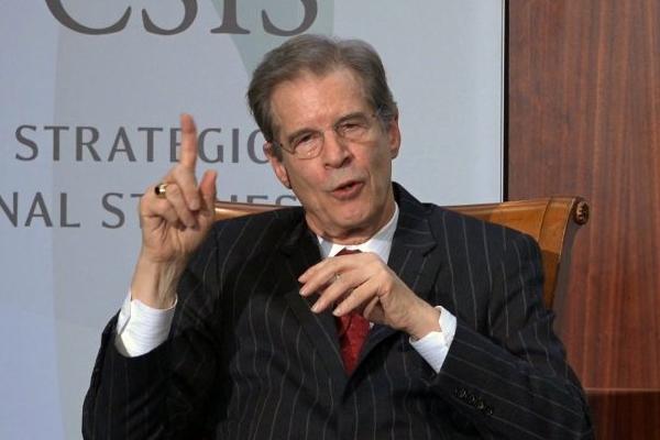 의저자윌리엄오버홀트(WilliamOverholt)가2019년1월15일워싱턴전략국제연구센터(CSIS)에서발표하고있다. | WuWei/NTD