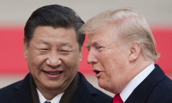 시진핑(習近平) 중국 국가주석과 도널드 트럼프 미국 대통령이 11월 9일 베이징 인민대회당에서 열린 환영식에 참석하고 있다.(Nicolas Asfouri/AFP/Getty Images)