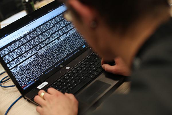 한 최신 보고서에 의하면 지난 한 해 동안 미·중 무역전쟁이 격화됨에 따라 베이징은 경제 스파이 활동을 확대하며 중국공산당 해커들이 미국 회사와 특정 글로벌 통신 회사에 대한 공격을 강화했다.   THOMAS SAMSON/AFP