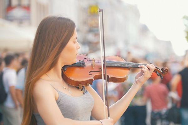 당신이듣는음악이당신의건강에영향을줄수있다.클래식은심신을조화롭게해치유하는힘이있다. | Storyblocks