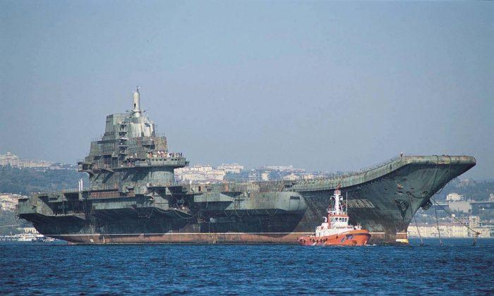 중국 정권이 구입한 구소련의 항공모함 바리야그의 개조 전 모습. 중국은 이를 001형 항모 랴오닝함으로 개조해 2012년에 재진수했다. | 사진은 공용저작물
