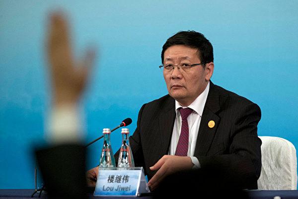 중공 양회에서  '중국제조 2025' 계획을 비판한 러우지웨이(樓繼偉) 전(前) 재정부장관 | Ng Han Guan-Pool/Getty Images