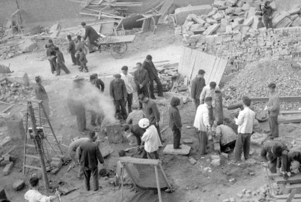 미국의 일부 민주당원들이 '사회주의'라는 정책 이념을 끌어안자 재미 중국 이민자들이 경계하면서 '사회주의'를 반대하기 시작했다. 사진은 1958년 10월 1일 중국 공산당이 대대적인 사회주의 제강·제철 운동을 벌이고 있는 장면. | AFP