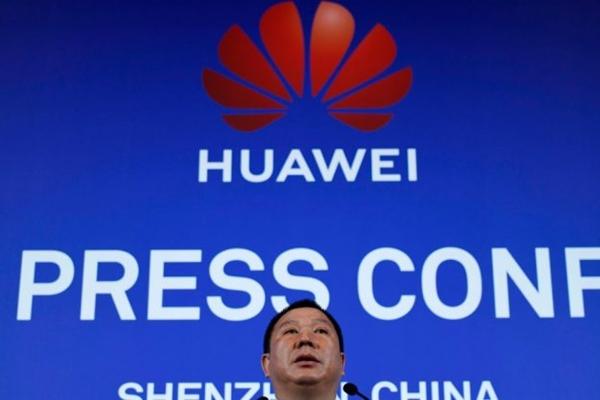 송류핑 화웨이 법무 책임자가 3월 7일 중국 광둥성 선전에서 가진 기자회견에서 화웨이가 정부 기관들이 화웨이의 장비와 서비스 구입을 금지했다며 미국을 상대로 소송을 제기했다고 밝혔다. | WANG ZHAO/AFP/Getty Images