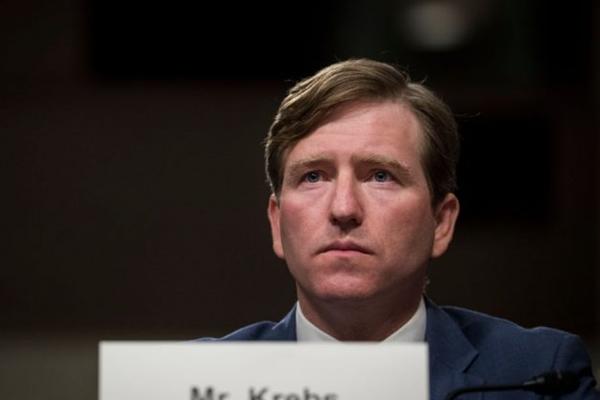 2017년 10월 19일, 미 국토안보부 산하 사이버·인프라 안보국(CISA)의 크리스토퍼 크레브스 국장이 워싱턴에서 열린 상원 군사위원회 청문회에서 증언하고 있다.   Drew Angerer/Getty Images