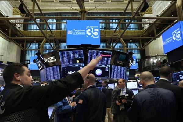 2019년 1월 3일, 뉴욕 증권거래소에서 일하는 트레이더들. | Spencer Platt/Getty Images