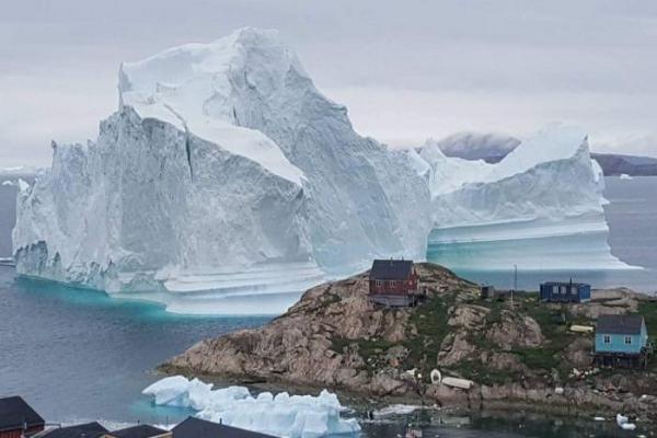 2012년경 그린란드 서부의 야콥샤븐 빙하는 약 1.8마일(약 3km) 정도 후퇴하고 있었으며, 연간 약 130피트(거의 40m)까지 얇아지고 있었다. 그러나 2019년 3월 25일 네이처 지오사이언스에 따르면, 지난 2년 동안 빙하가 거의 같은 비율로 다시 성장하기 시작했다고 밝혔다.(Magnus Kristensen/AFP/Getty Images)