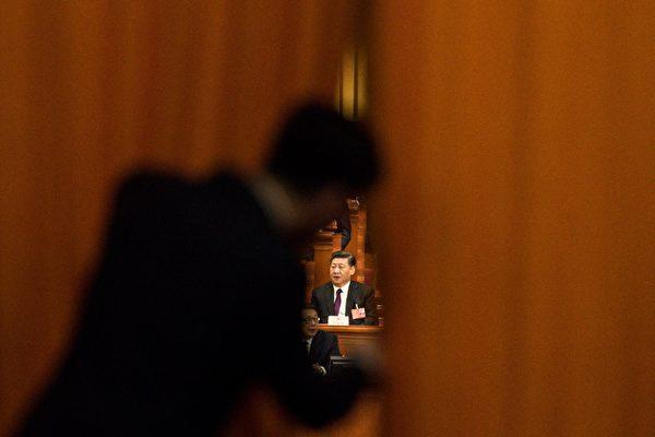 시진핑이 중국공산당을 해체할 시간이 얼마 남지 않았다. 이 타이밍을 놓친다면 시진핑은 어떻게 될까? 사진은 지난해 중국공산당 양회 장면. | FRED DUFOUR/AFP/Getty Images