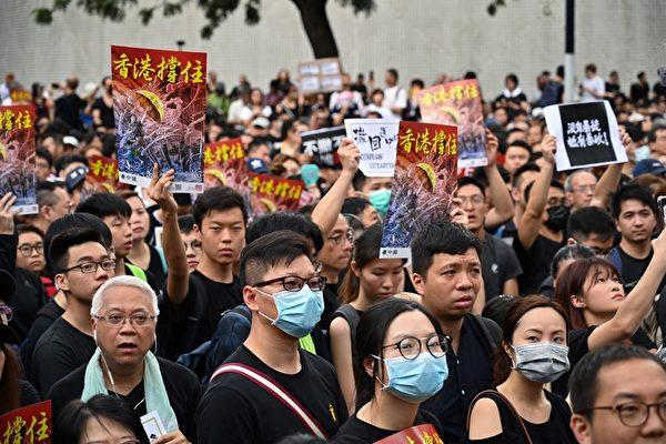 2019년 7월 7일 홍콩 카우룽에서 열린 '송환법' 반대 시위 현장 모습. (HECTOR RETAMAL/AFP/Getty Images)