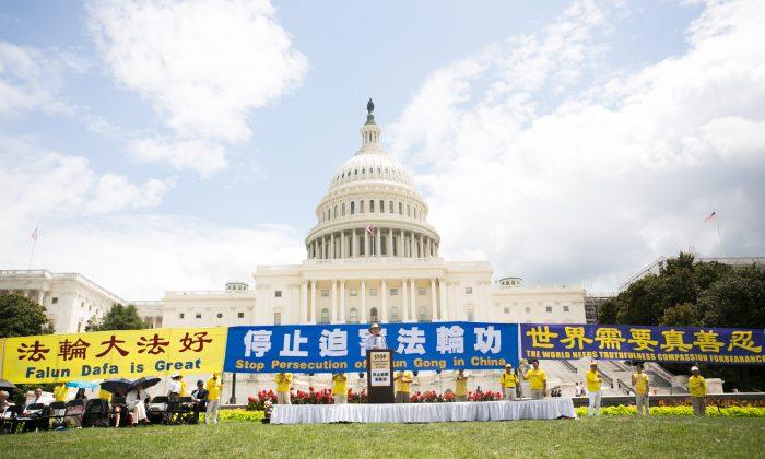 18일 파룬궁 박해 20주년을 맞아 파룬궁 수련자 2천명이 미국 워싱턴 DC에 모여 희생자를 추모하고 박해 종식을 촉구했다. 2019.7.18 | Li Sha/The Epoch Times