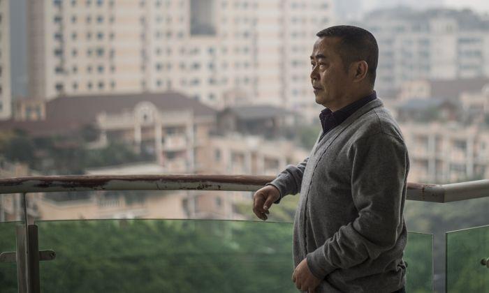 중국 청두에 있는 자택에서 취재에 응한 시민기자 황치(黄琦). 2015.1.22 | FRED DUFOUR/AFP/Getty Images